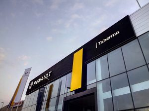 Vista de la fachada Renault Tahermo construída por constructora Comoli Málaga