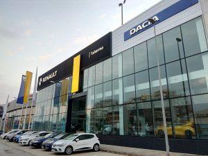 Vista de la fachada Renault Tahermo Dacia construída por constructora Comoli Málaga