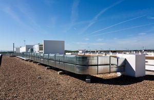 Construcción de sistema de aire Acondicionado en cubierta de Colegio Público